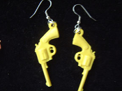 Funky GUNS PISTOLS VINTAGE EARRINGS - Punk Western Jewelry - YELLOW